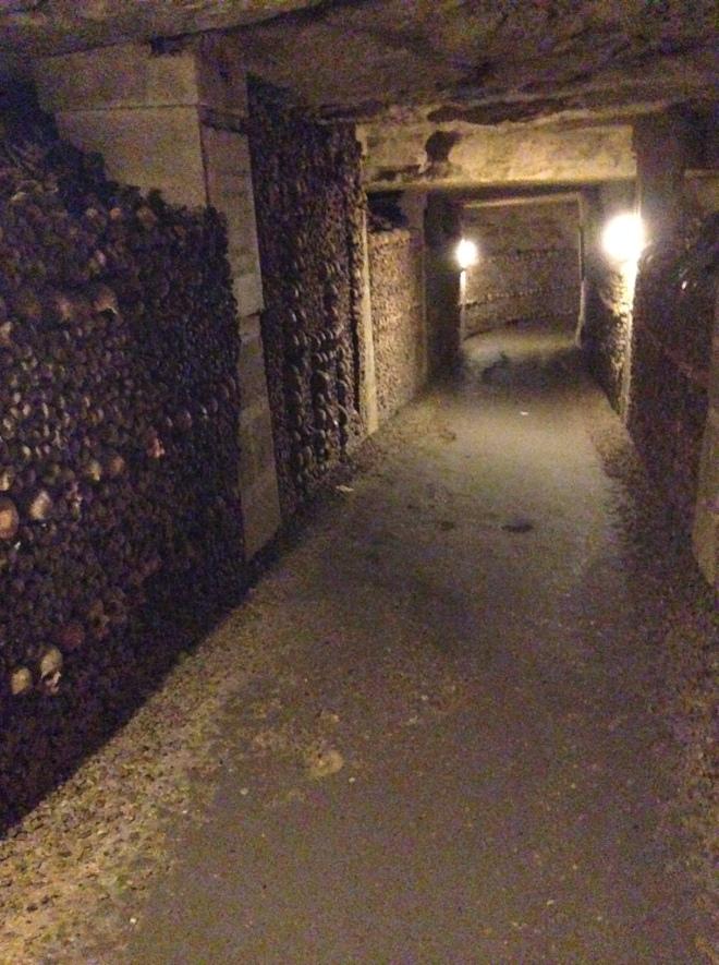 paris-catacomb-2