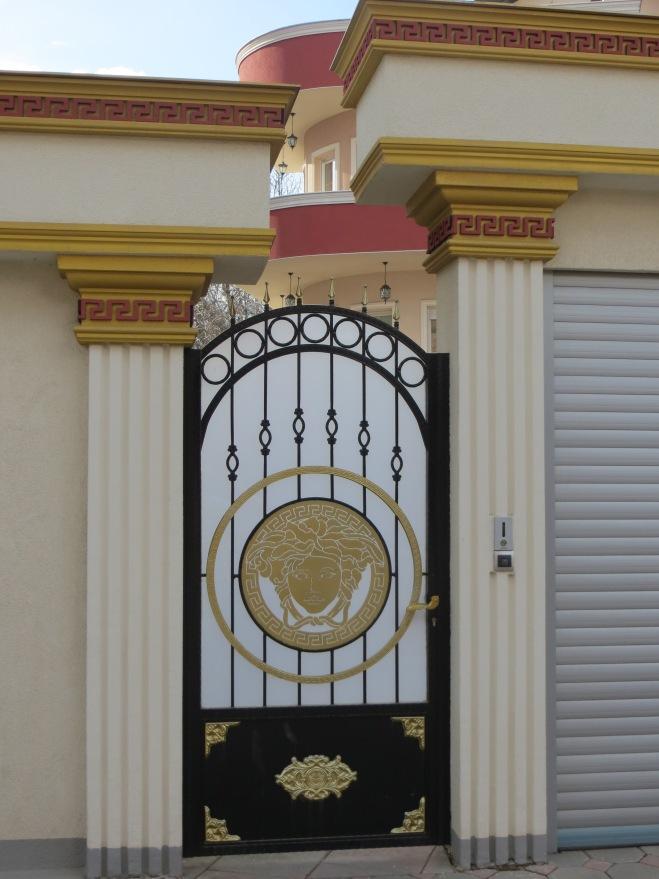 gate-pristina