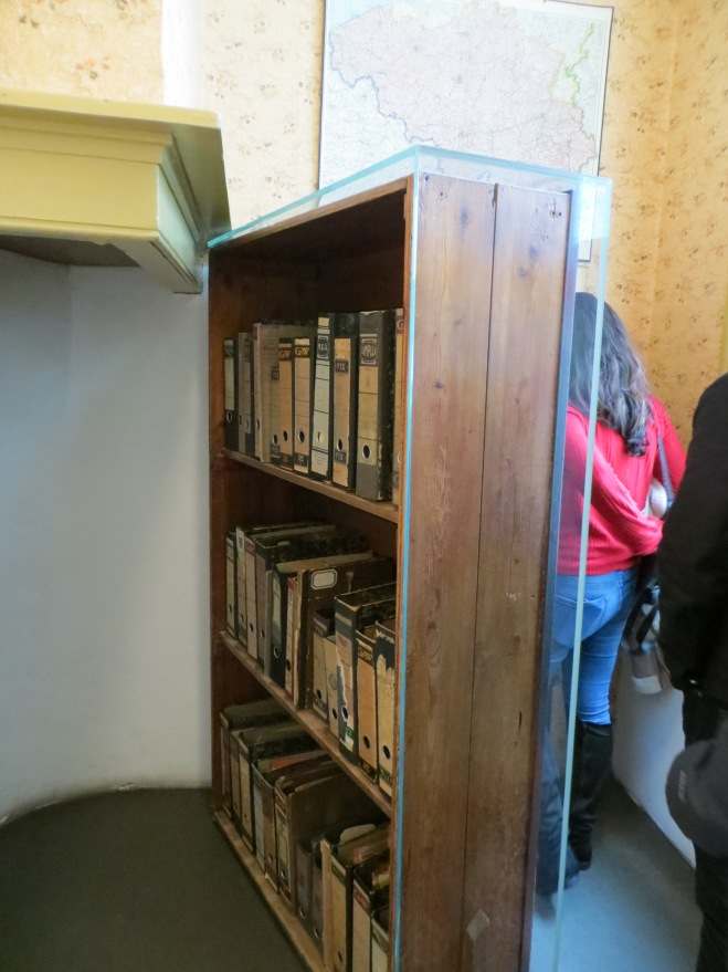 bookcase anne frank